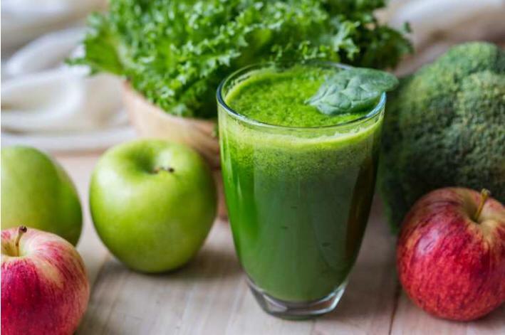 برنامه غذایی یک بانو استفاده از نوشیدنی سبز